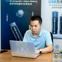 副总,技术总工程师,曾任多家锂电池公司总工程师,具备15年技术研发经验